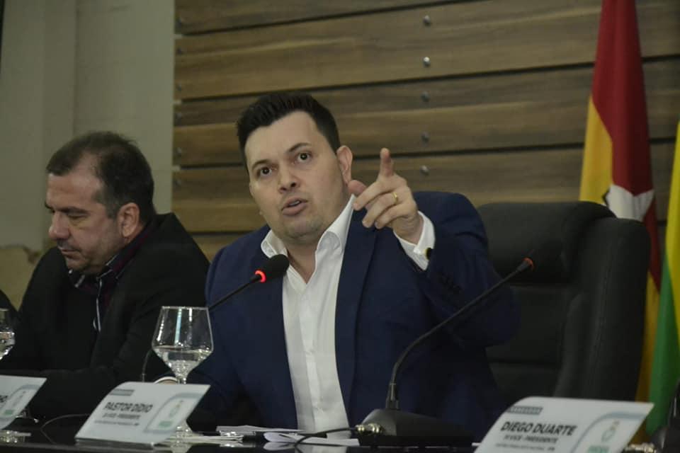 Acácio Favacho comera aprovação de PL