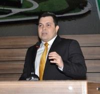 Acácio Favacho ouve reivindicações de moradores do Jardim América