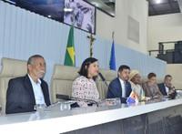 Adrianna Ramos debate problemas da fronteira durante reunião de comissões na ALAP