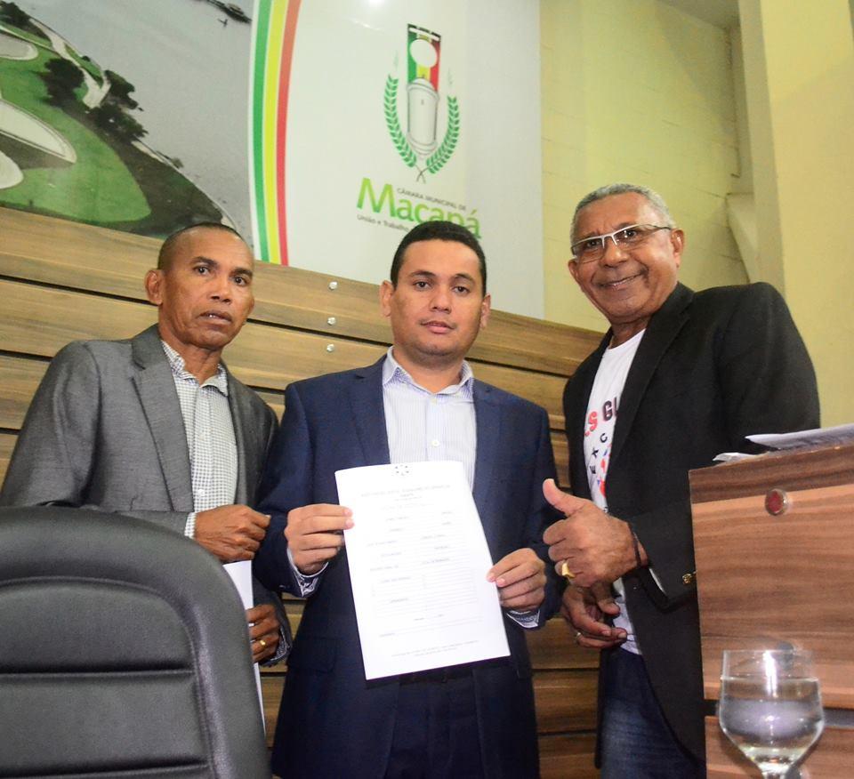 """Câmara de Vereadores de Macapá recebe ex-jogadores que buscam apoio para reforma do Estadio """"Glicerão""""."""