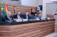 Câmara debate e aprova dezenas de proposições durante reunião ordinária.