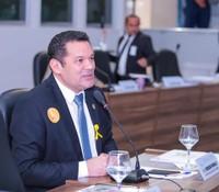 Carlos Murilo pede serviços de iluminação pública e limpeza para Fazendinha e bairros da zona norte de Macapá