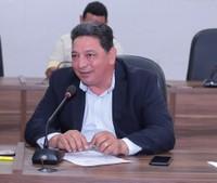 Cláudio Góes quer reposição de luminárias na Duca Serra