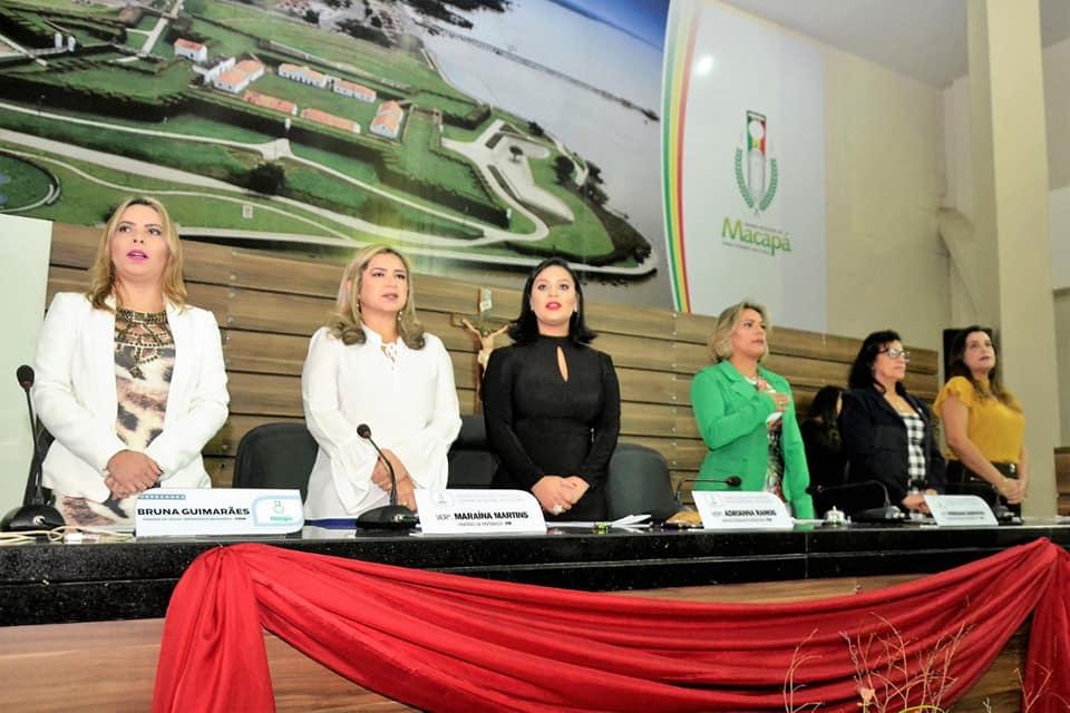 Dezenas de mulheres da Câmara Municipal de Macapá recebem homenagens