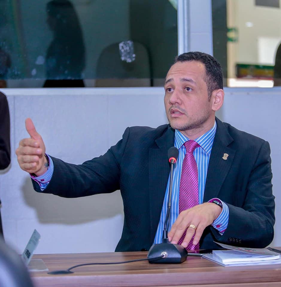 Diego Duarte requisita serviços de terraplanagem e asfaltamento para os bairros Santa Rita e Goiabal.