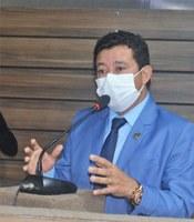 Edinoelson Careca solicita reforma do banheiro da Praça do Barão