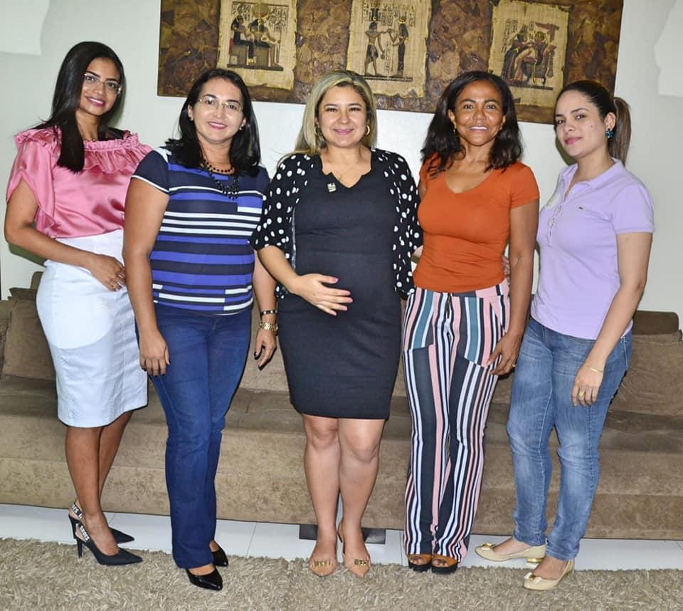 Maraína Martins recebe representantes de idosos em reunião na CMM