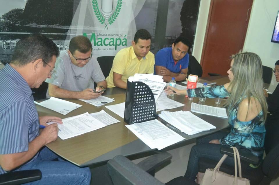 Membros da CCJR se reúnem para avaliar projetos