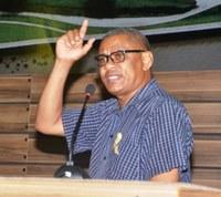 Padre Paulo Roberto do IJOMA usa a tribuna da Câmara Municipal de Macapá