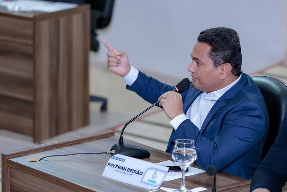 Rayfran Beirão pede serviço de tapa buraco para a Duca Serra