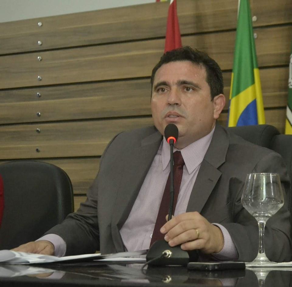 Ruzivan Pontes aciona Caesa para atender a população da zona norte de Macapá