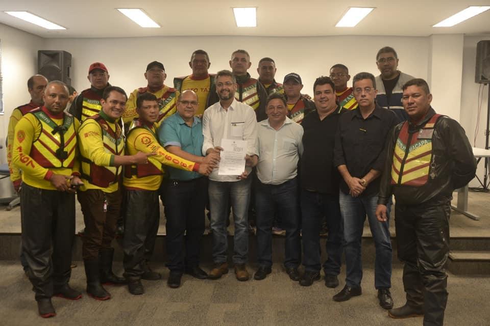 Sancionada lei do vereador Cláudio Góes que beneficia mototaxistas