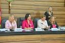 Sessão legislativa desta terça foi conduzida por mulheres em homenagem ao Outubro Rosa