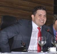 Vereador Acácio Favacho cobra mais investimentos para os bairros de Macapá.