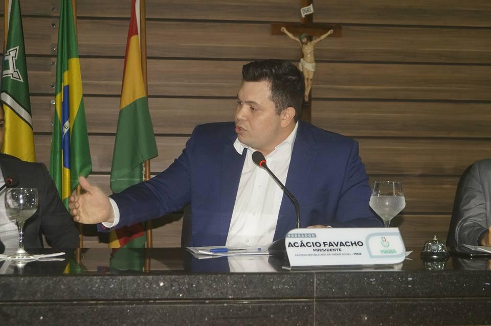 Vereador Acácio Favacho defende maior valorização para os profissionais da educação física