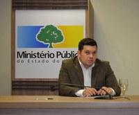 Vereador Acácio Favacho participa da solenidade de assinatura de TAC que transfere iluminação pública para a Prefeitura.