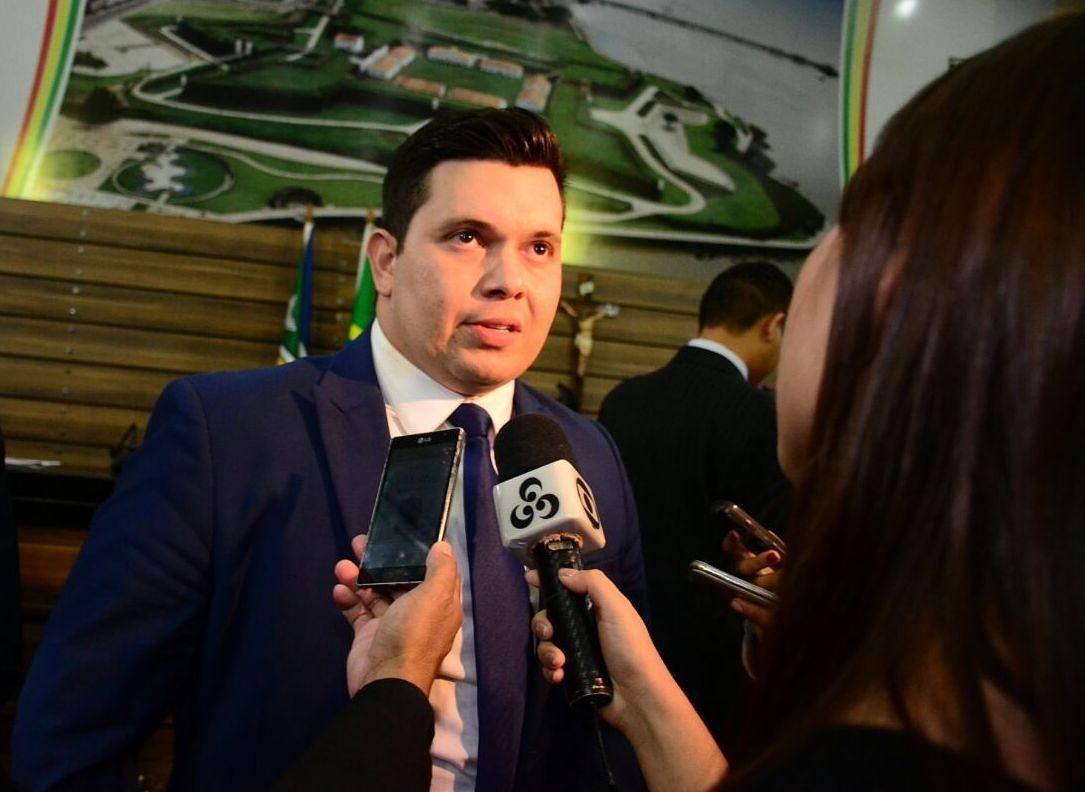 Vereador Acácio Favacho pede melhorias para os bairros Marabaixo, Novo Horizonte e Central