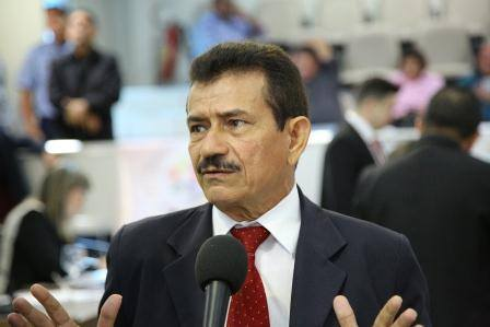Vereador Antônio Grilo reclama do abandono da Escola Estadual Barão do Rio Branco.