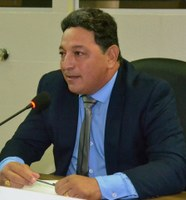 Vereador Cláudio cobra da prefeitura autorização para reformas de arenas em Macapá