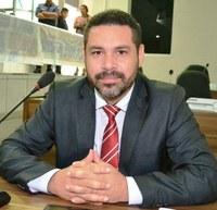 Vereador Jorielson Nascimento reivindica limpeza na área externa da Escola Estadual Castro Alves