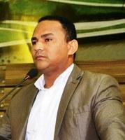 Vereador Pastor Didio Silva busca melhorias para as ruas do bairro Marabaixo