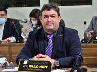 Vereador Paulo Nery aponta a falta de infraestrutura na Avenida Antônio Castro Monteiro, no bairro Universidade