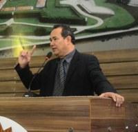 Vereador Rinaldo Martins se posiciona contra o reajuste da tarifa de ônibus.