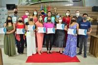 Vereadora Maraína Martins entrega certificados a empreendedores virtuais durante sessão solene na CMM