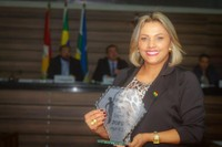 Vereadora Patriciana Guimarães dedica prêmio Mulher da Década em sessão na Câmara de Vereadores de Macapá (CMM).