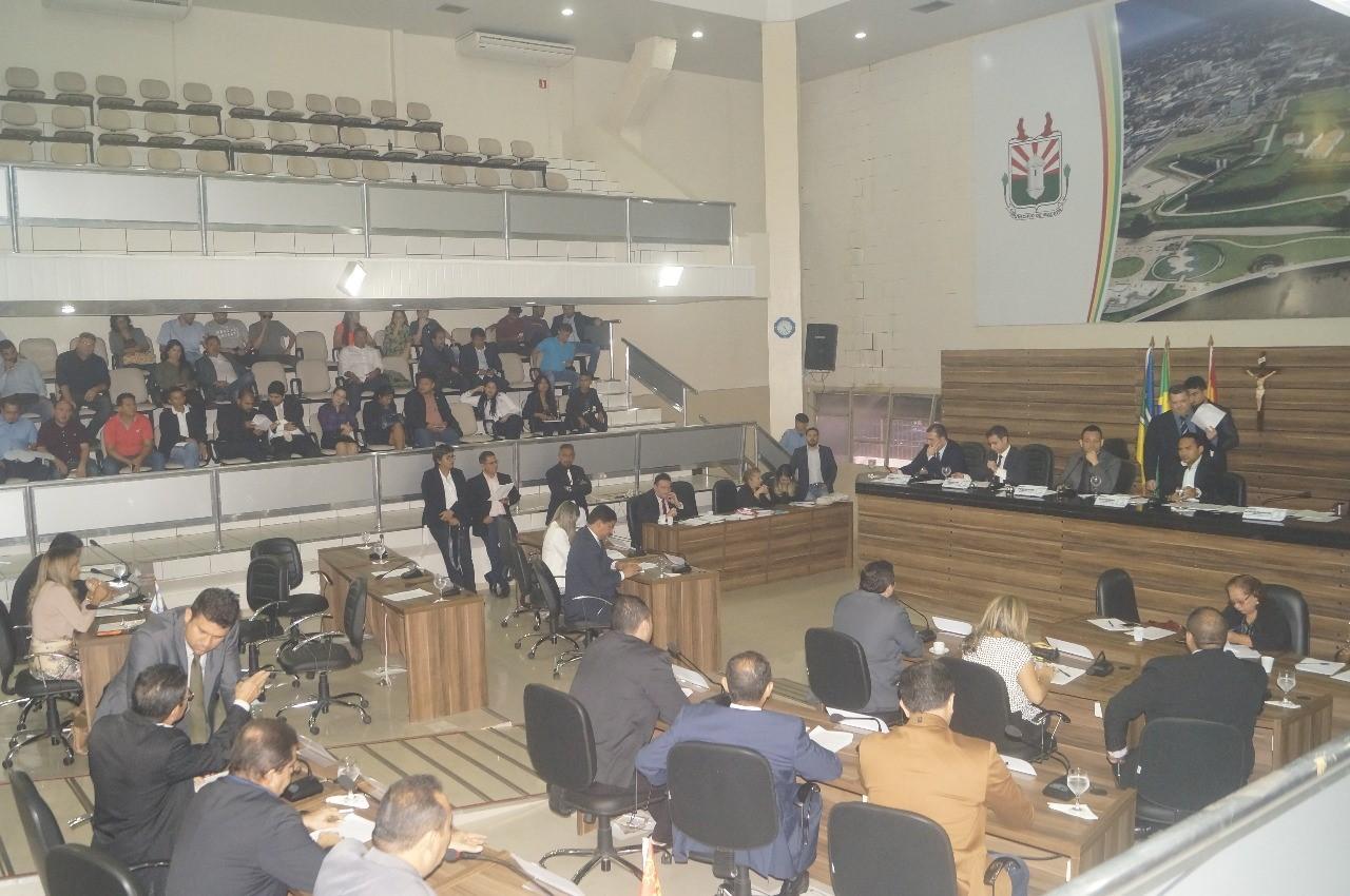 Vereadores de Macapá aprovam matérias e derrubam vetos da Prefeitura