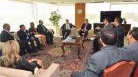Vereadores de Macapá são recebidos pelo presidente em exercício Rodrigo Maia