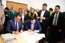 Vereadores participam de evento que celebrou parceria para retomada das obras do Hospital Metropolitano.