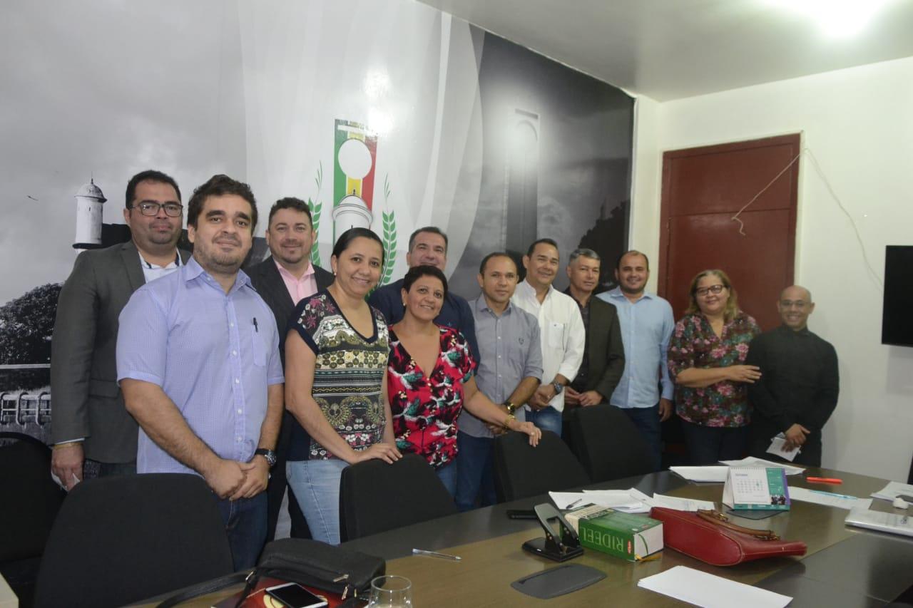 Vereadores se reúnem com promotor de justiça para debater o ensino municipal