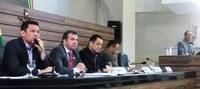 Vereadores voltam a cobrar explicação da Prefeitura de Macapá sobre doação de 100 toneladas de asfalto para Oiapoque
